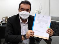 Governador Cláudio Castro sanciona lei que regula uso de máscara no Estado do Rio