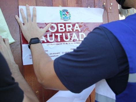 Prefeitura com apoio do Inea e PM Ambiental notifica construções irregulares em Itaipuaçu