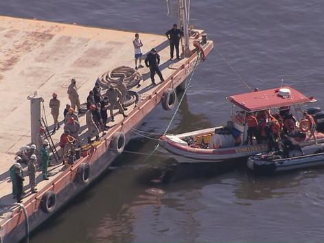 Resgatados os corpos dos metalúrgicos que afundaram dentro de um dique na Baia de Guanabara