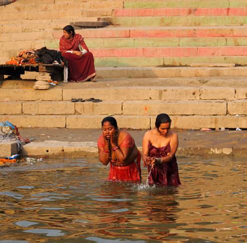 Kąpiel w świętym Gangesie