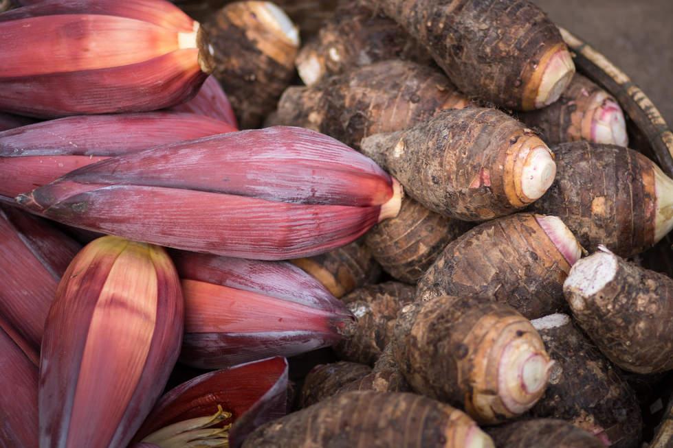 Kwiaty bananowca na targu w Kratie