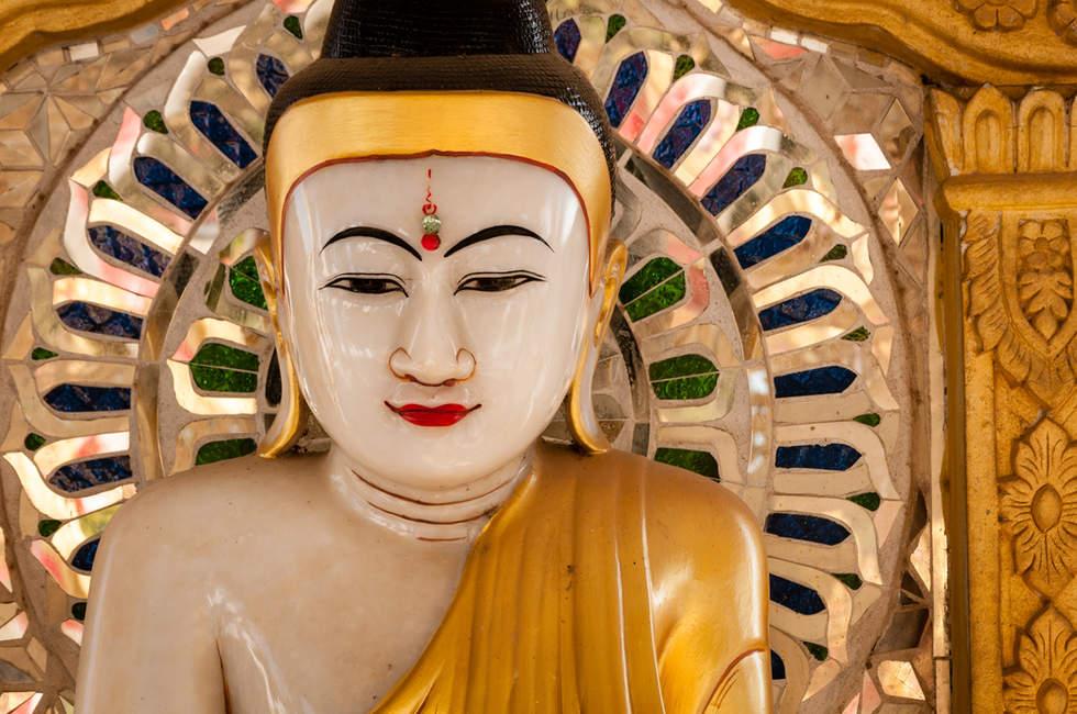 Budda w świątyni Kuthodaw, Mandalay