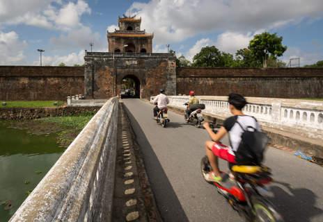 Stara Brama, Hue