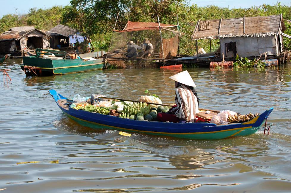 Sprzedaż owoców na Tonle Sap