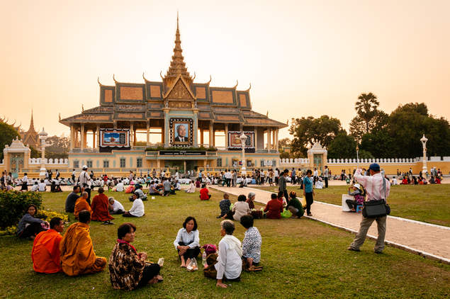 Zachód Słońca , pałac w Phnom Penh