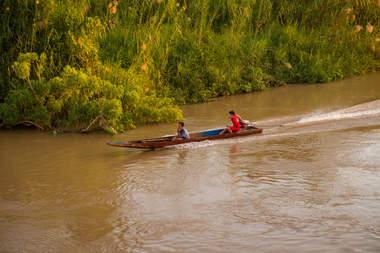 Łódka na Mekongu, Laos