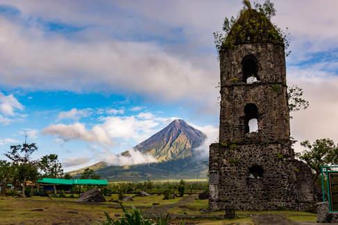 Kościół Cagsawa i wulkan Mayon