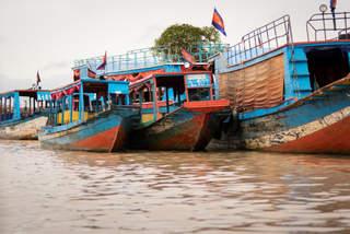 Łodzie na Tonle Sap, Kambodża