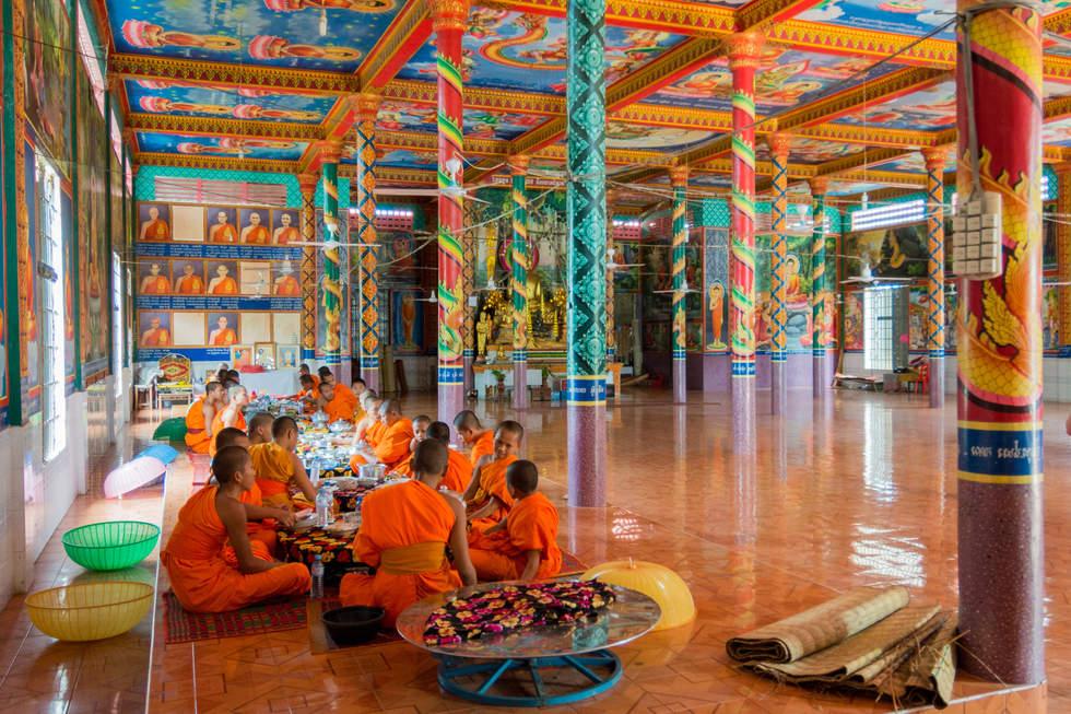 Śniadanie mnichów na  Phnom Pros, Kampong Cham