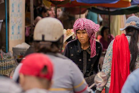 Kobieta w tradycyjnej khmerskiej chuście