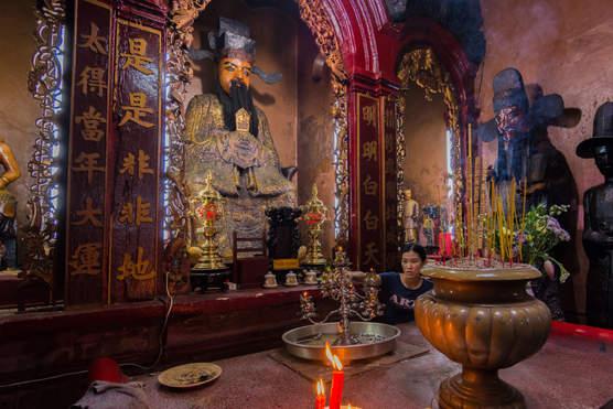 W świątyni Ba Thien Hau, Sajgon