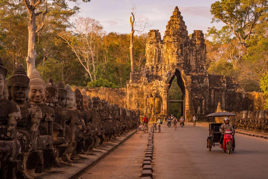 Brama do Angkor Thom, Kambodża. Fotografia Maciej Rutkowski
