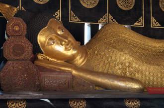 Posąg leżącego Buddy, Chiang Mai