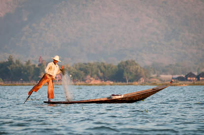 Rybak na jeziorze Inle