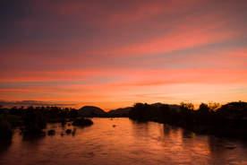Zachód nad Mekongiem, Laos