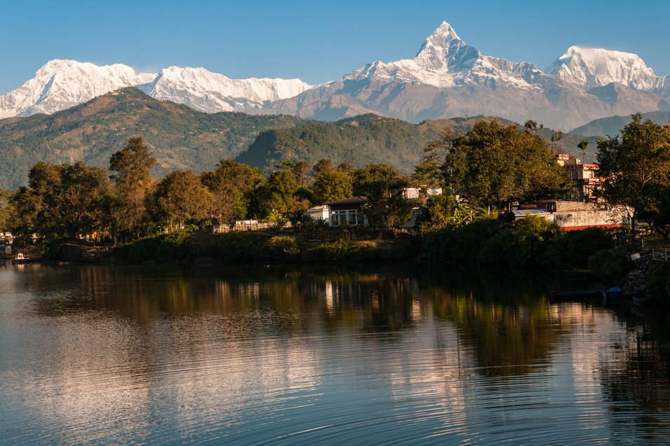 Jezioro Phewa Tal i masyw Annapurny