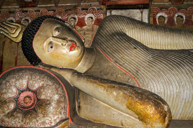 Posąg Leżącego Buddy, Dambulla