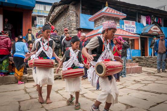 Zabawa w Gorepani, Nepal