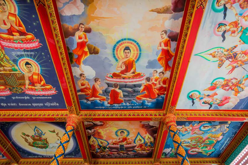 Zdobiony sufit w świątyni buddyjskiej, Kambodża