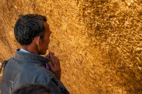 Modlitwa przy Złotej Skale Kyaiktiyo, Myanmar
