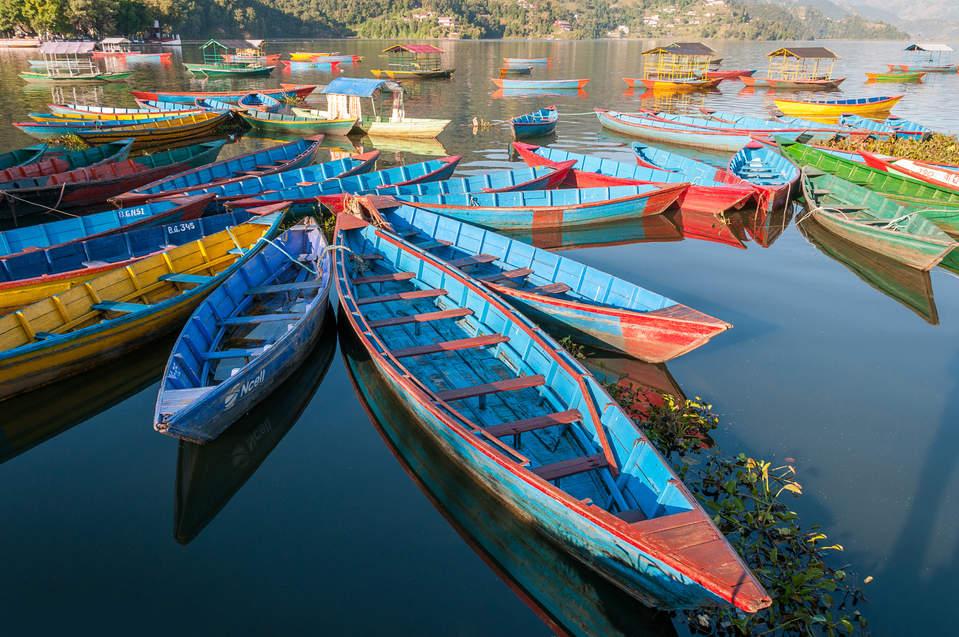 Łodzie na jeziorze Phewa Tal Pokhara