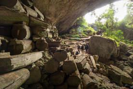 Jaskinia Lumiang Burial Cave