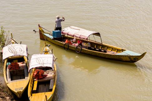 Łodzie na rzece Mekong, Kratie, Kambodża