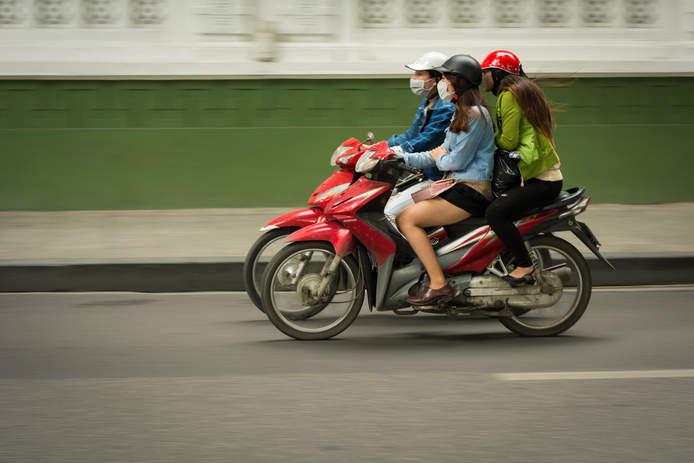 Motocyklistki w Hanoi