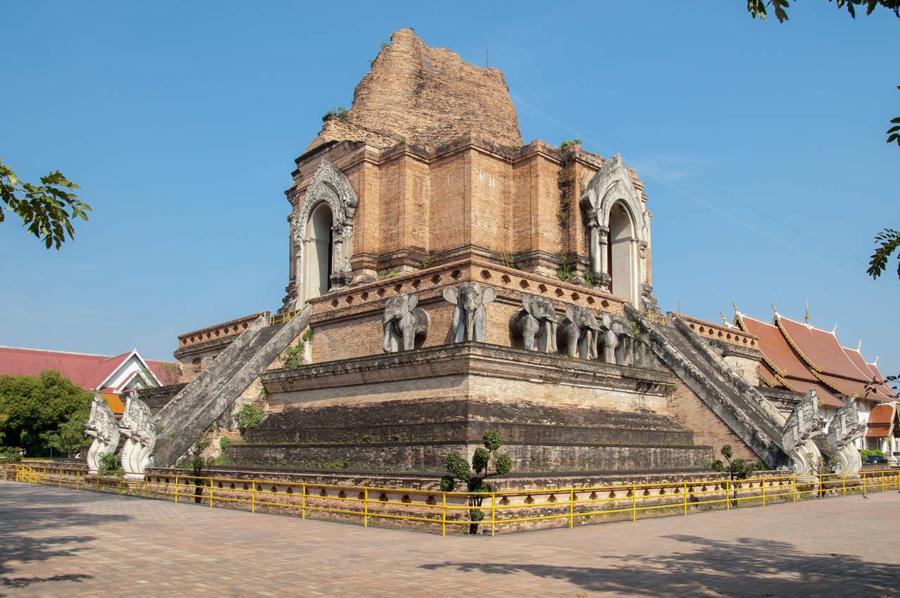 Świątynia Wat Chedi Luang Chiang Mai