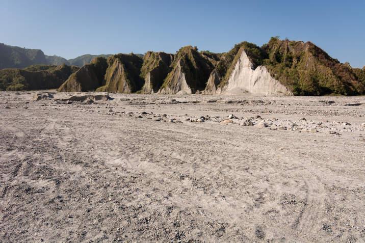 Przysypana popiołem okolica Pinatubo