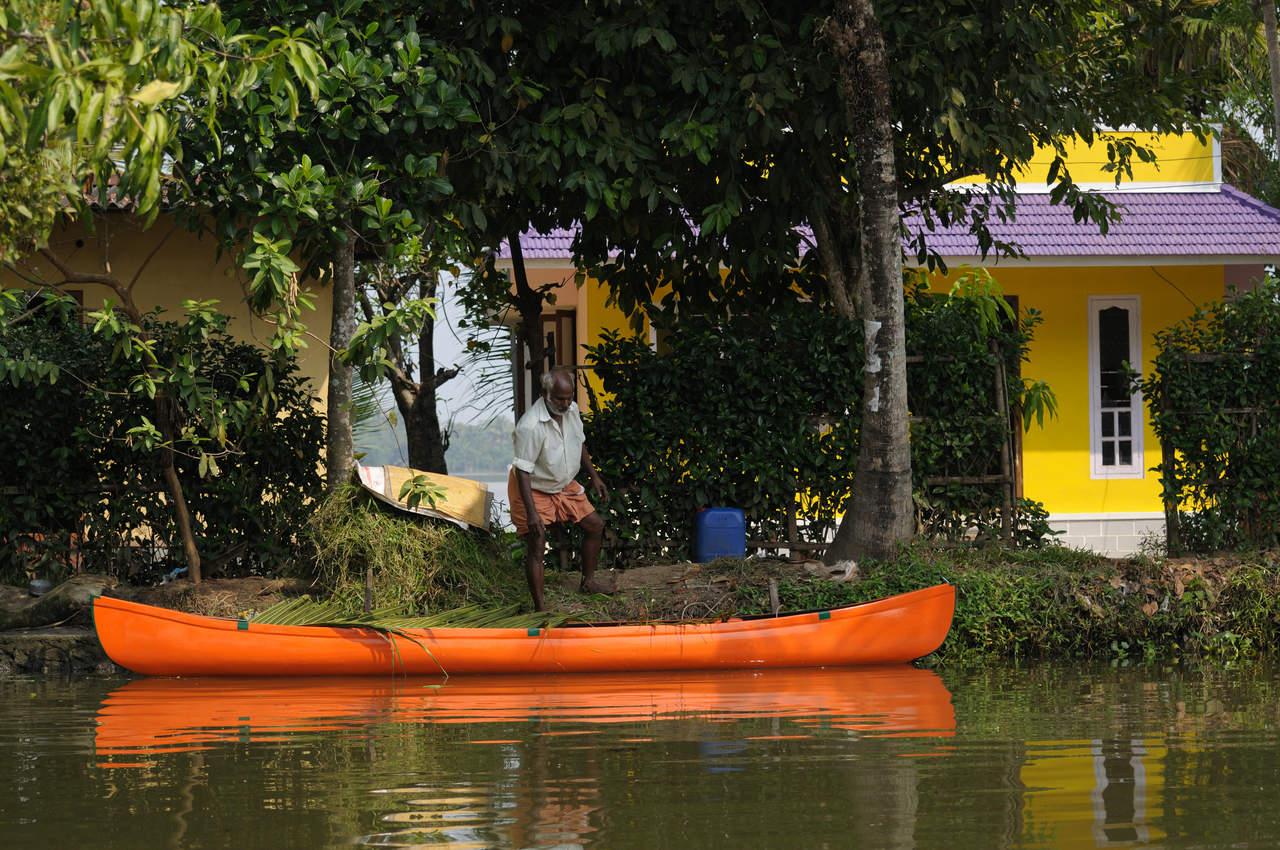 Pozmarańczowe czółno w Kerali
