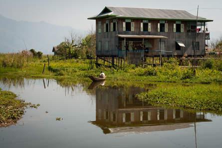 Dom na palach, Jezioro Inle, Myanmar