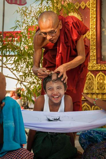 Rytualne golenie, Pagoda Kyaiktiyo,