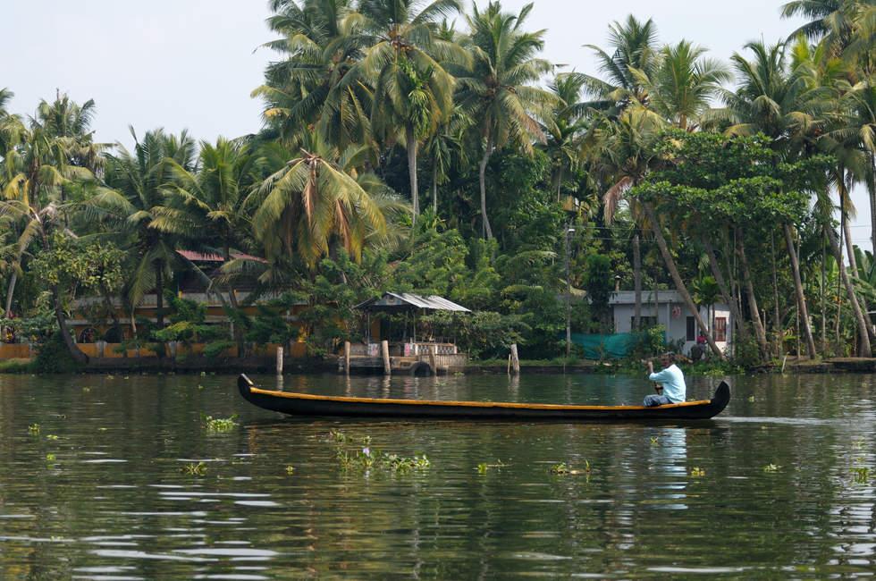 Łódka na rozlewiskach Kerali