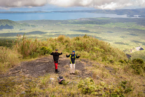 Podczas wspinaczki na Mayon