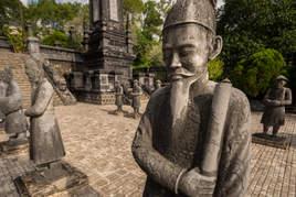 Posągi, Hue