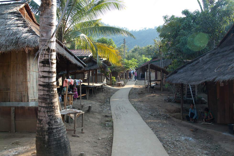 Wioska Hmong niedaleko Luangprabang