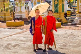 Buddyjscy Mnisi, Pakse, Laos
