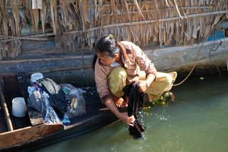 Codzienna Praca na jeziorze Tonle Sap
