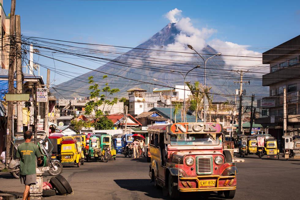 Miasto Legazpi i wulkan Mayon