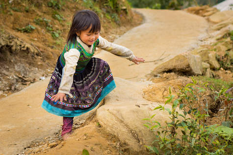 Mała dziewczynka z plemienia Hmong