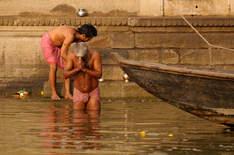 Kąpiel w Gangesie, Waranasi