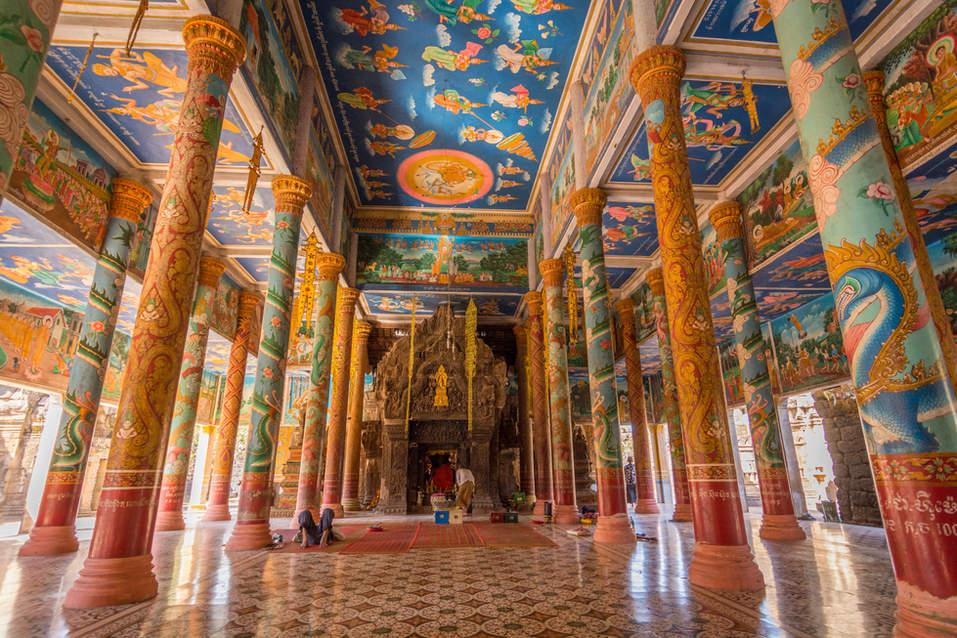 Wnętrze świątyni Wat Nokor w Kampong Cham