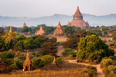 Pagody na równinie Pagan, Birma