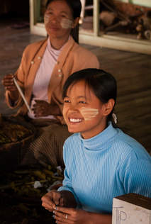 Birmanka w fabryce cygar, Inle
