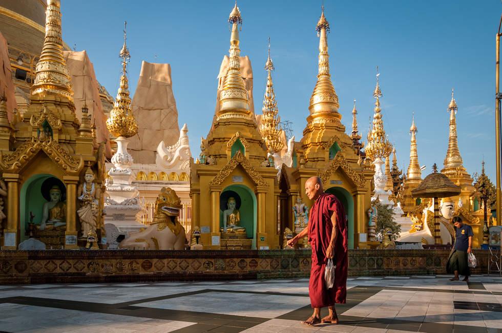 Mnich w Shwedagon, Yangon (Rangun)