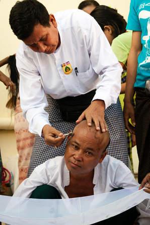 Golenie głowy, Pagoda Kyaiktiyo
