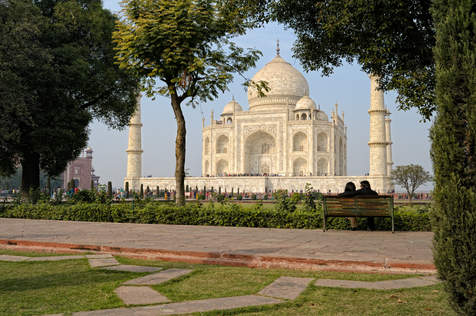 Lovers at Taj Mahal