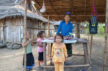 Hmongowie, Laos