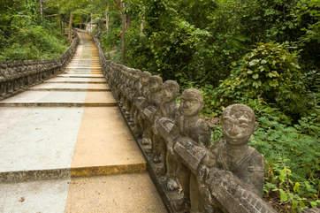 Schody na wzgórze Phnom Santuk